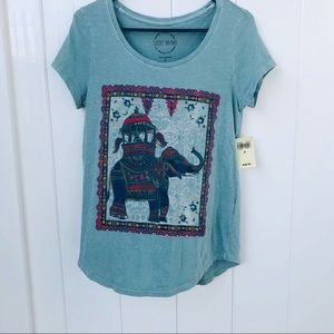 🆕 Lucky Brand Ladies tee elephant size Small